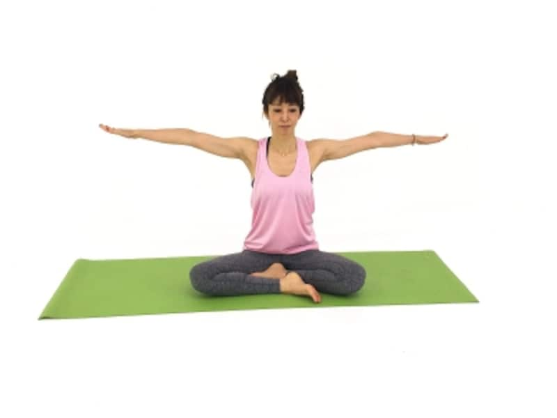ストレッチ1undefined肩の力を抜き両手を伸ばすます