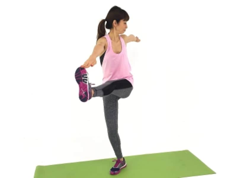 股関節ストレッチ3undefinedバランスが取れない時は、膝を曲げてOK