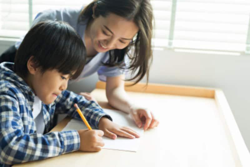個別指導なら子どもが理解するスピードに合せて、着実に説明を進めてもらうことができます。