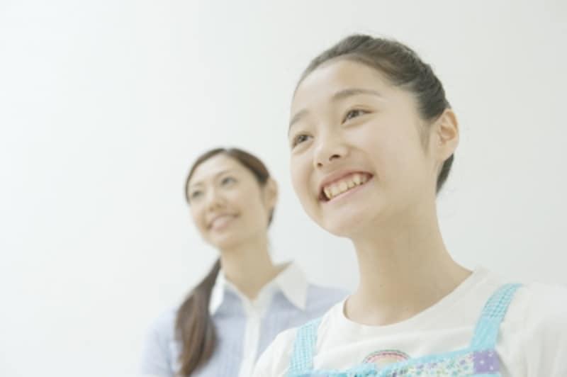小学生女子とお母さん