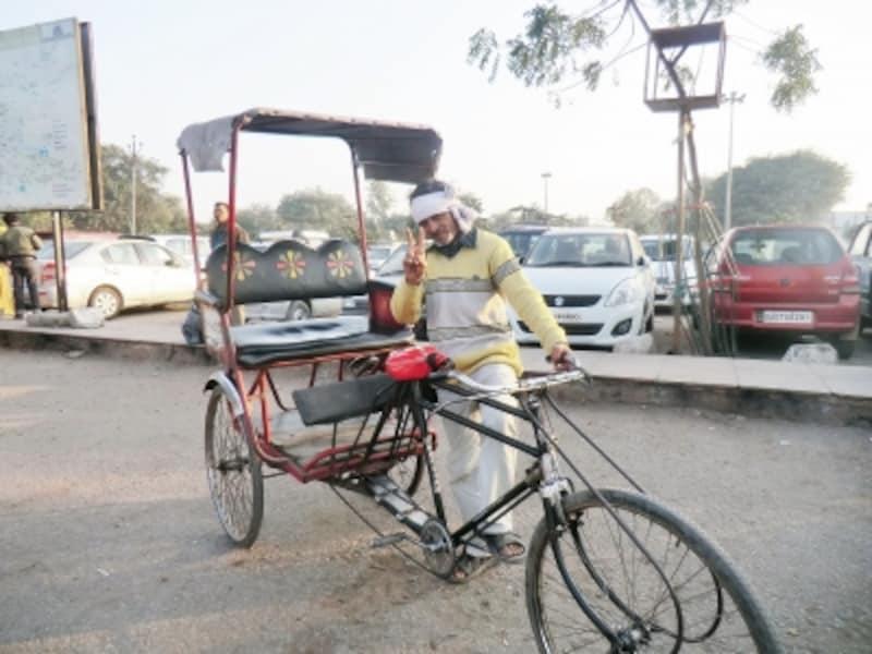 インドといえばリキシャー、街中どの風景を切り取ってもリキシャーが入らないことはない。座席は比較的ゆったりしていて、乗り心地は悪くはない。