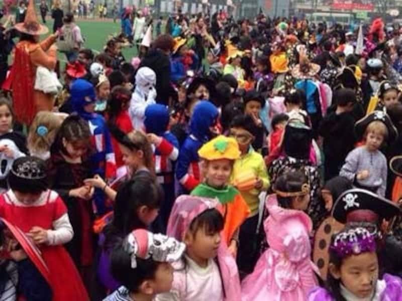 幼稚園や小学校主催のハロウィンイベントも増加中。キッズもこの日はメイク解禁!