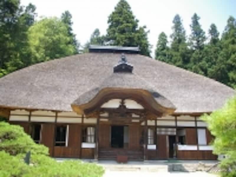 屋根が美しい常楽寺