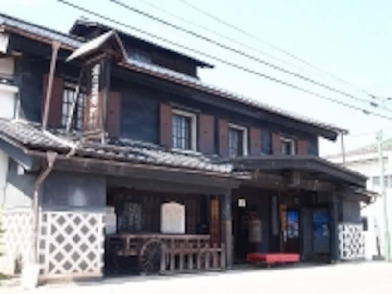 信濃大町は昔の街道沿いの古い町です