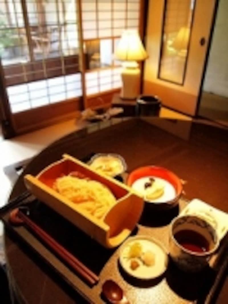 「おざんざ」は、信濃大町名物の麺で、わちがいでは乾麺のお土産も買えます