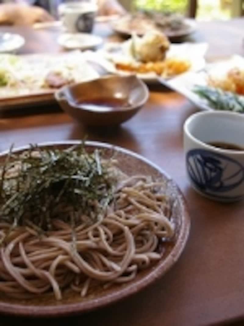 お蕎麦は各地で微妙に味が違う。信州に来たら、朝昼晩、お蕎麦でもいいかも知れない