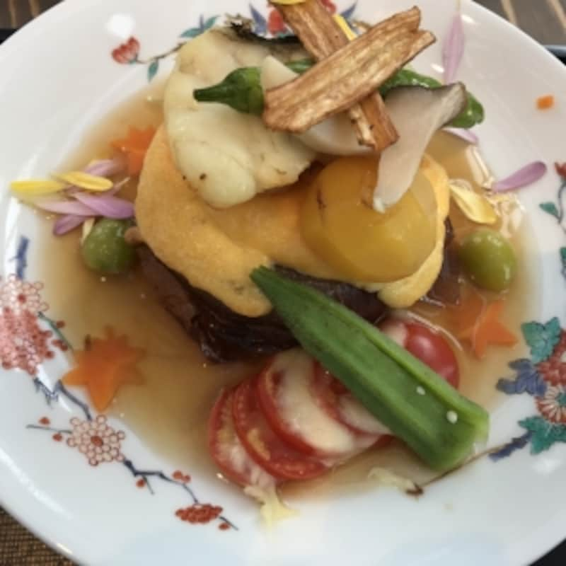 彩もカラフルできれい。野菜を中心に佐賀の食材がたっぷり。