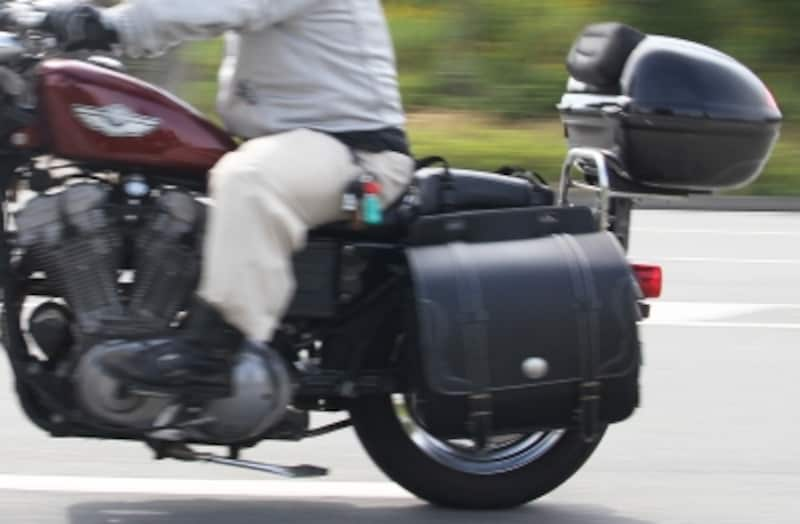 サドルバッグやトップケースでバイクの積載量をアップさせれば、大抵のものなら運べてしまう