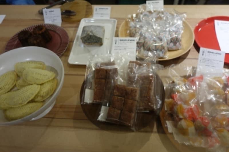 気軽に持ち帰りできるお菓子もあります。ヨーロッパから中近東、アジアまで、珍しいお菓子がたくさん。