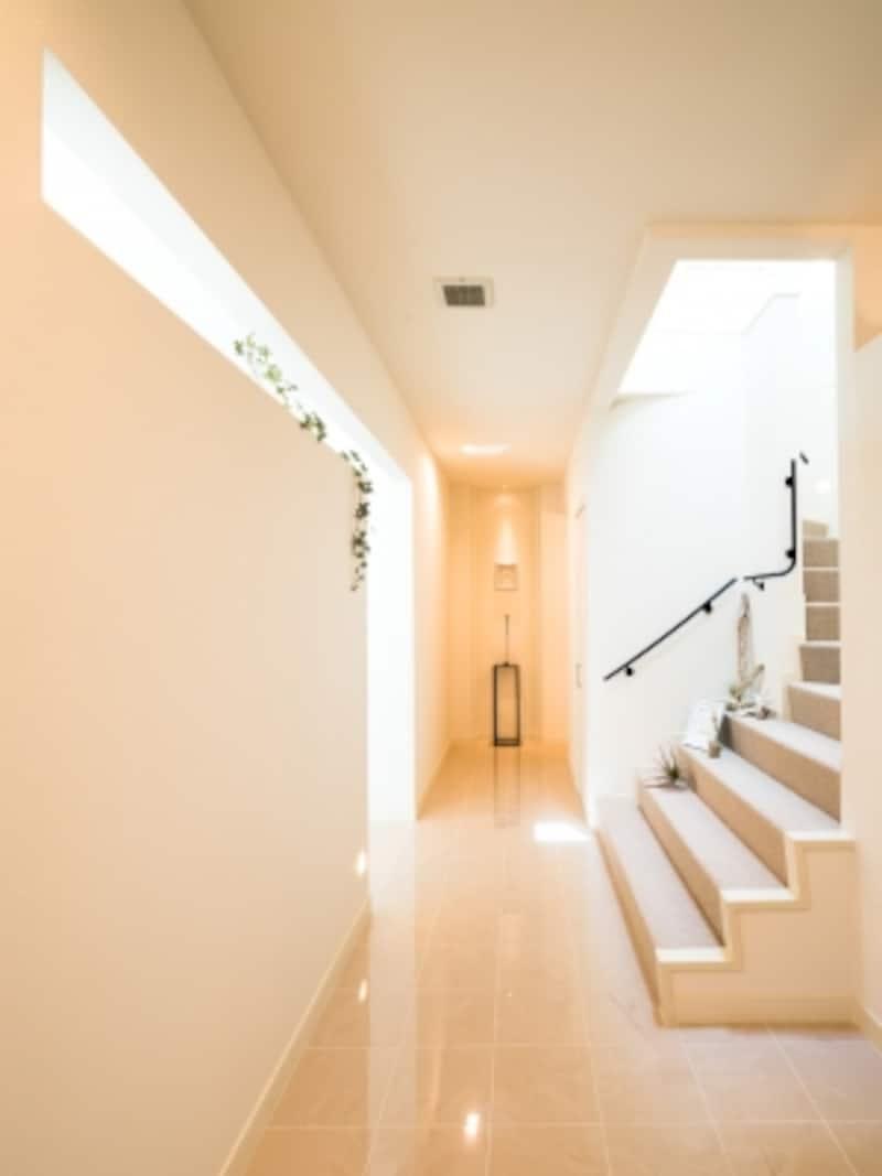 吹き抜けのある階段スペース