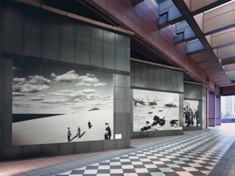 外観にも、季節ごとに大きな写真undefined東京都写真美術館