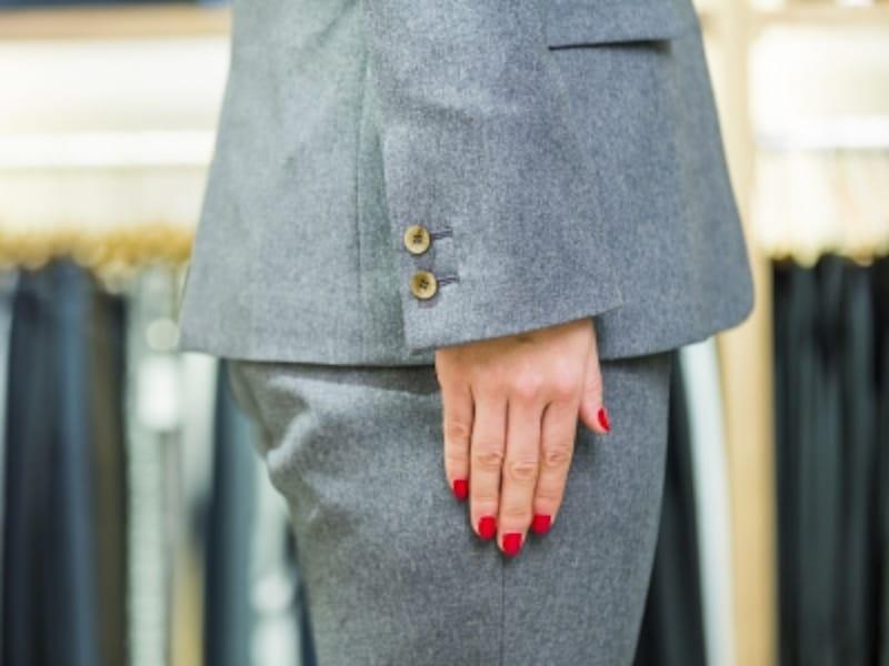 パンツやスカートのヒップの一番高い部分に、ジャケットの裾が来るのが黄金比