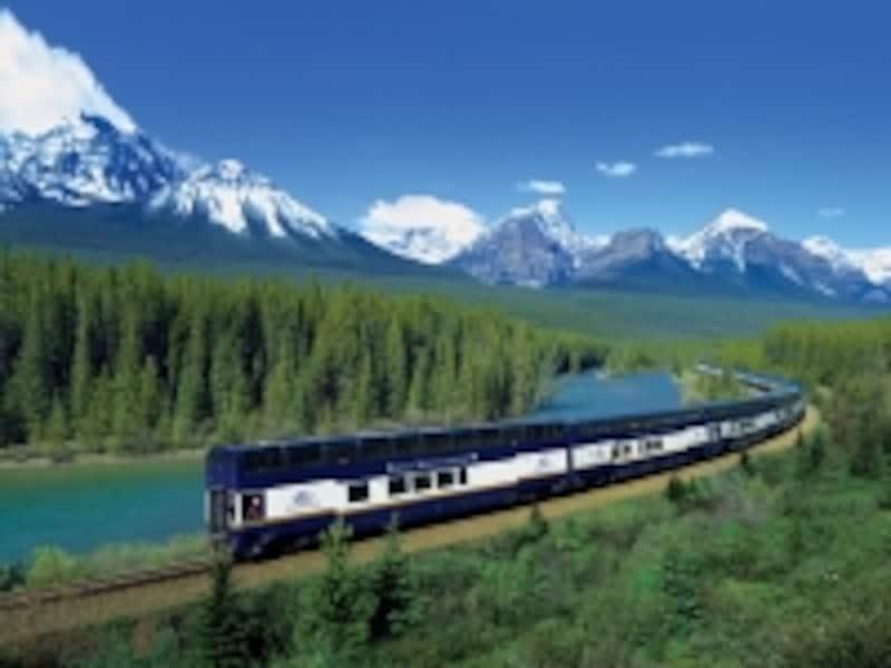 豪華観光列車ロッキーマウンテニア号(C)RockyMountaineerRailTours