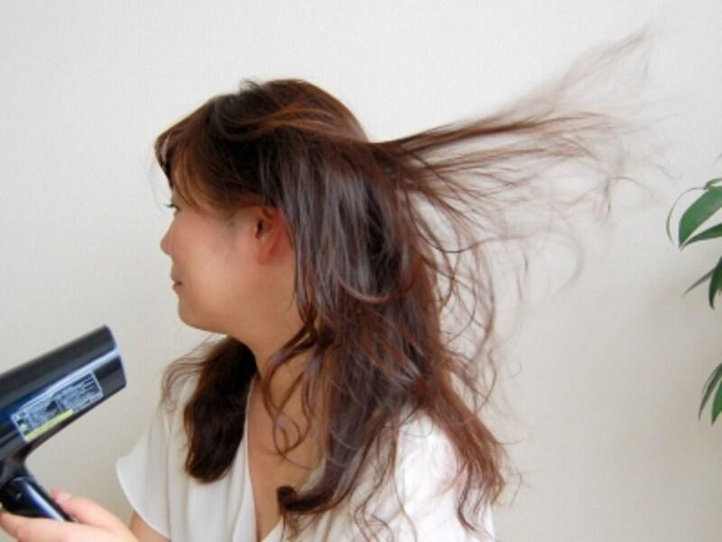 まさに髪が吹っ飛ぶようなダイナミック風で、髪があっという間に乾いてしまいました