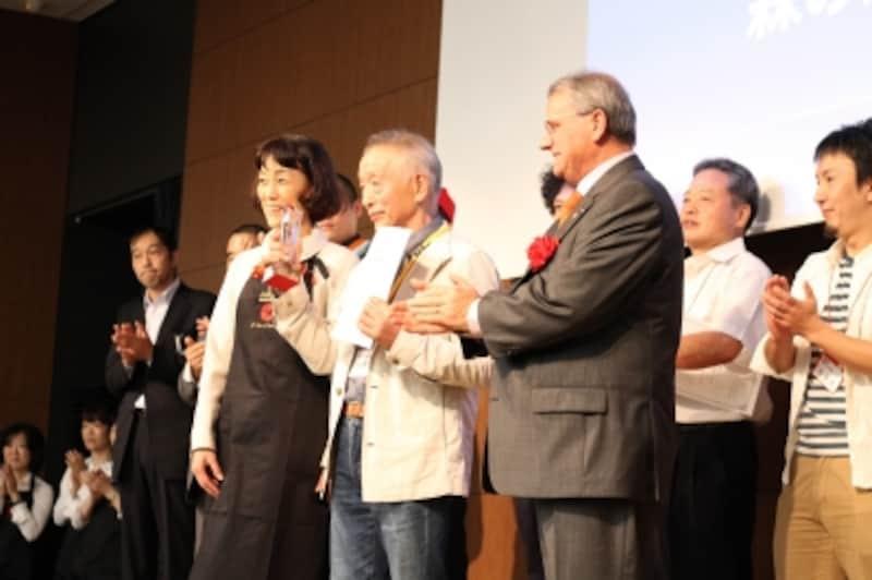 グランプリを受賞した、ハッピネスデーリィの嶋木社長。