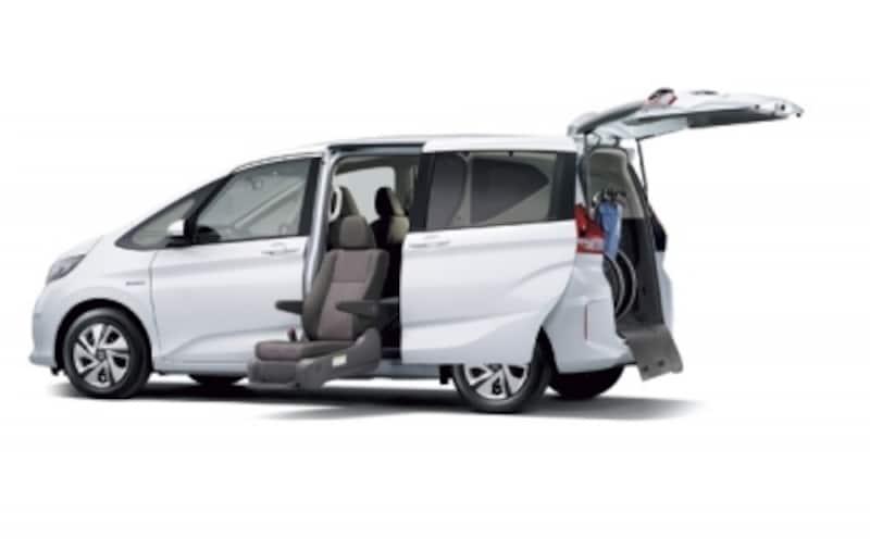 フリードHYBRIDGサイドリフトアップシート車(ホワイトオーキッド・パール)