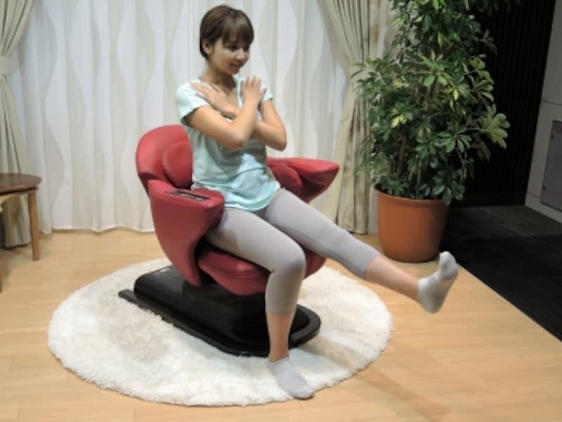 座って姿勢を維持するだけでトレーニング効果が得られる