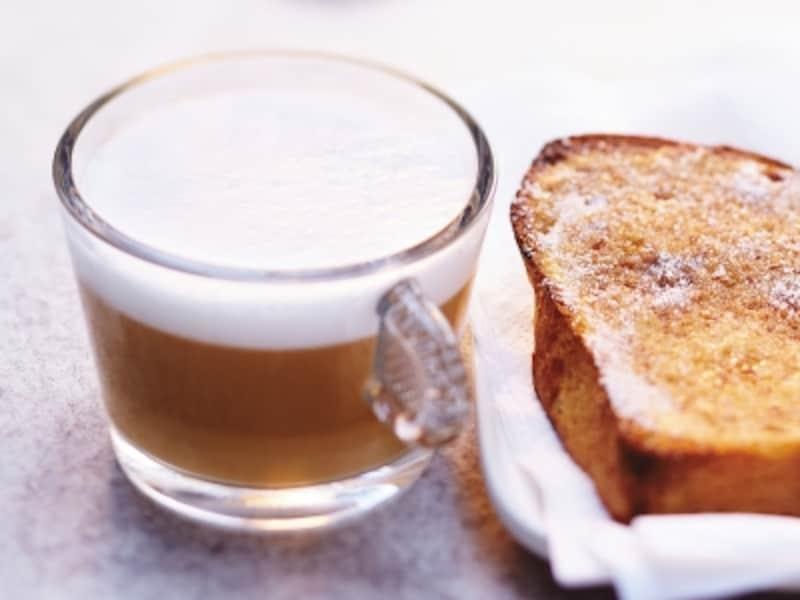 コーヒーのアロマが香る朝食で、気持ちのよい1日をスタート