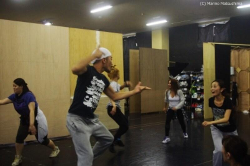 『プリシラ』ダンスナンバーの稽古。左から谷口ゆうなさん、大村俊介さん、和音美桜さん(C)MarinoMatsushima