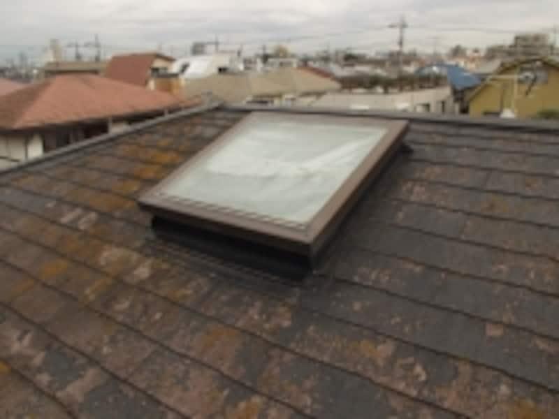 30年以上の天窓になると、雨漏りや結露といった不具合を引き起こす可能性も……