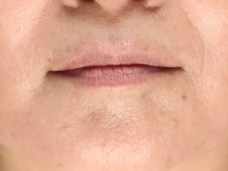 ノーメイクの唇
