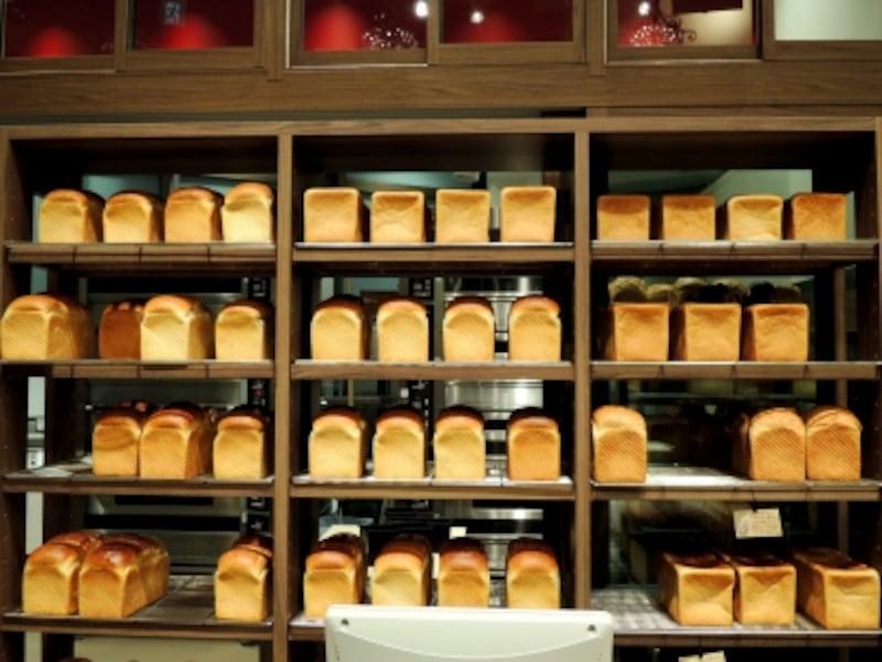 入ってすぐがパン売場