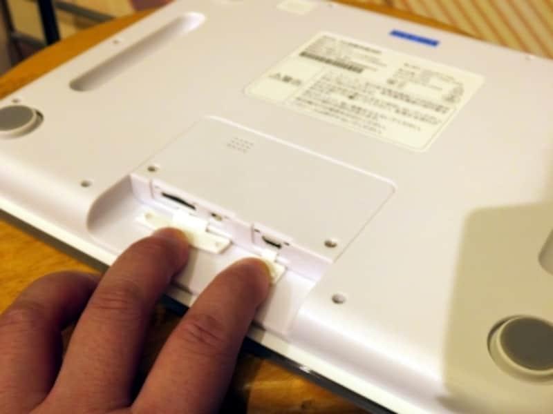 充電は本体背面のmicroUSB端子