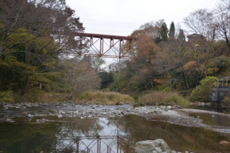 橋立川のせせらぎを挟む浦山清流キャンプ場