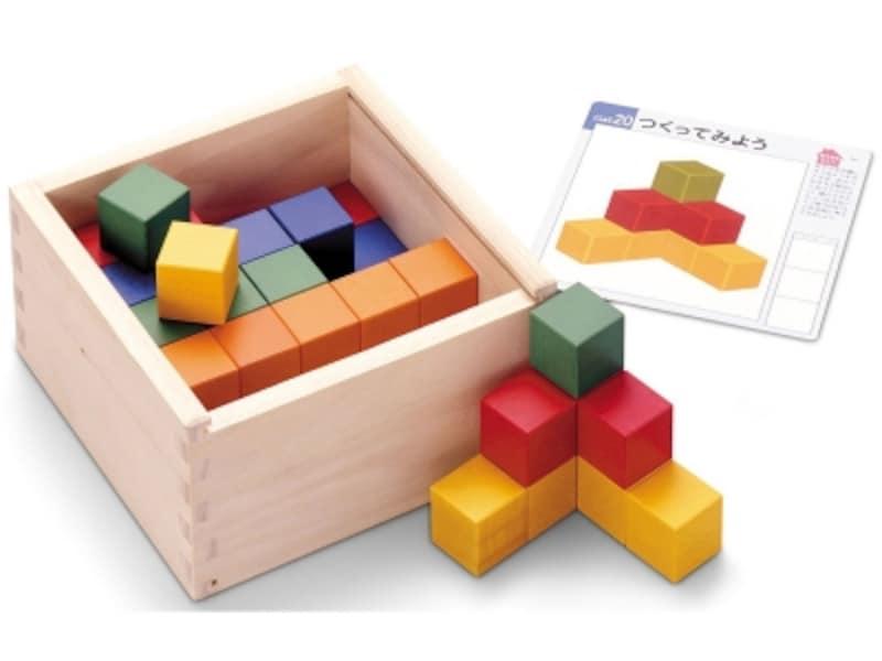 木製のケース入りで収納も便利