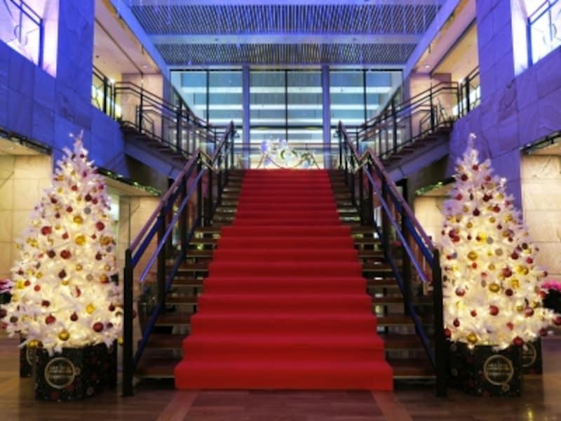 28~29階の階段にもクリスマス装飾が(2016年11月25日撮影)