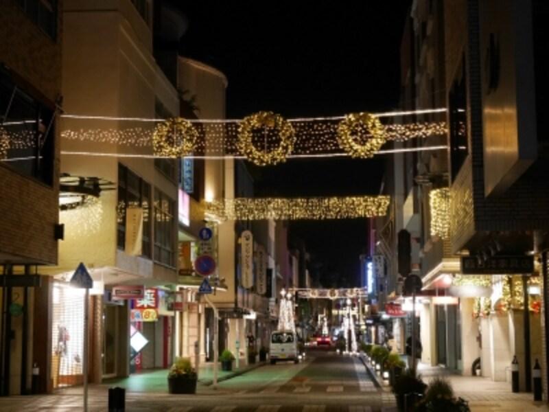 元町ショッピングストリート全体がイルミネーションで輝く風景は冬の風物詩(2016年11月7日撮影)