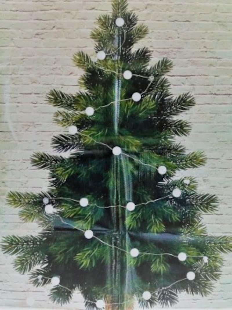イルミネーションライトも飾れるタペストリータイプのツリーです。
