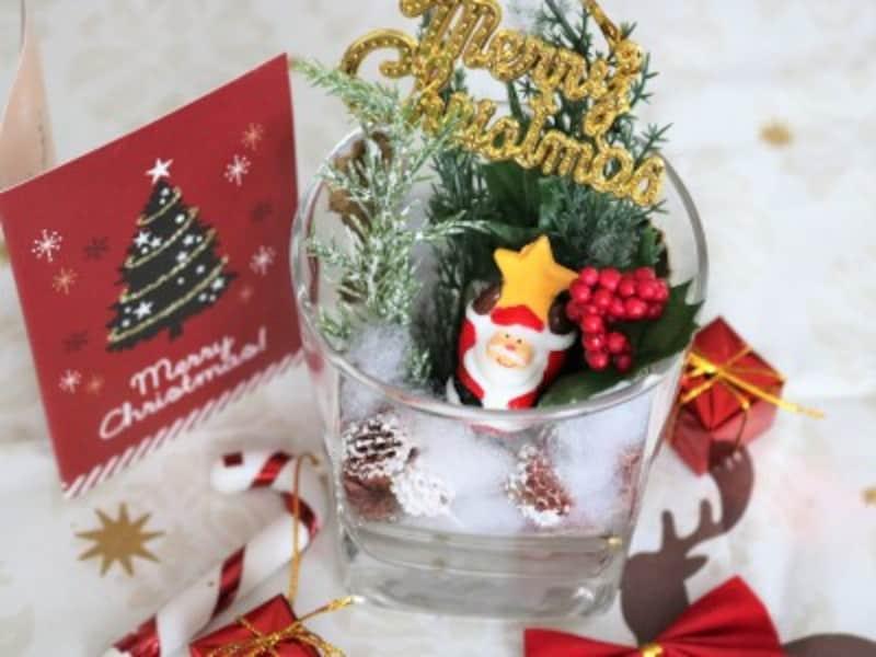 キャンドゥのクリスマス商品と造花を使ったテラリウム風インテリア