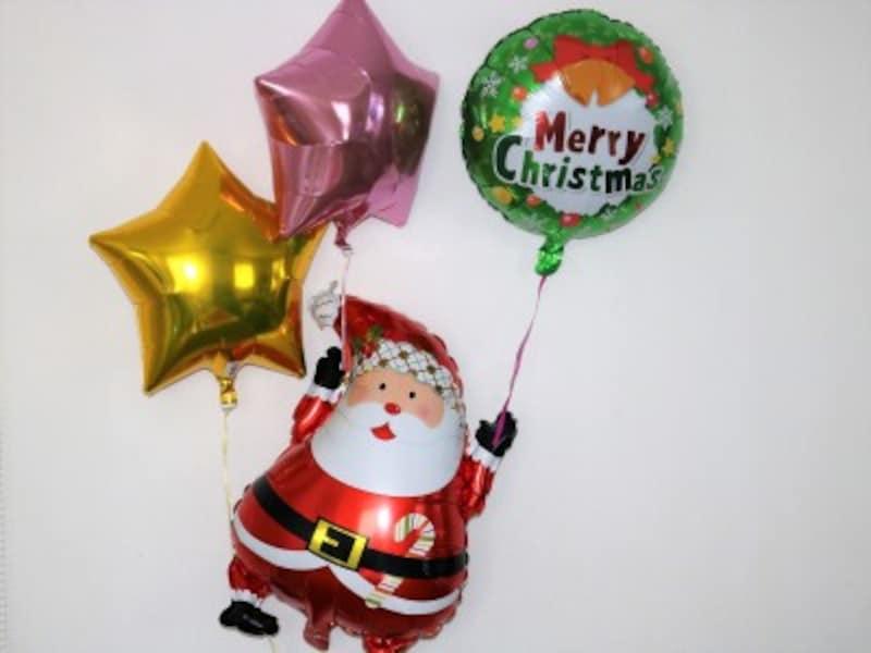 メリークリスマスとサンタクロースのバルーンはかなり目立ちます。