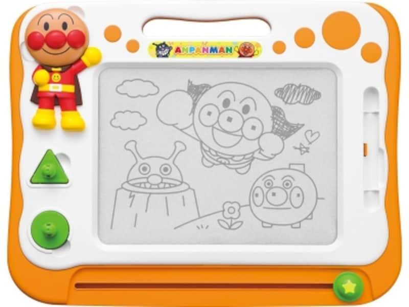 大好きなアンパンマンとお絵かきや文字の練習が楽しめます