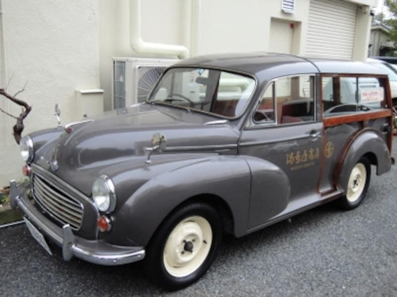 先代亡き後25年間保管していたのを、この度電気自動車に改造したという、チャーミングな配達車兼宣伝カー。