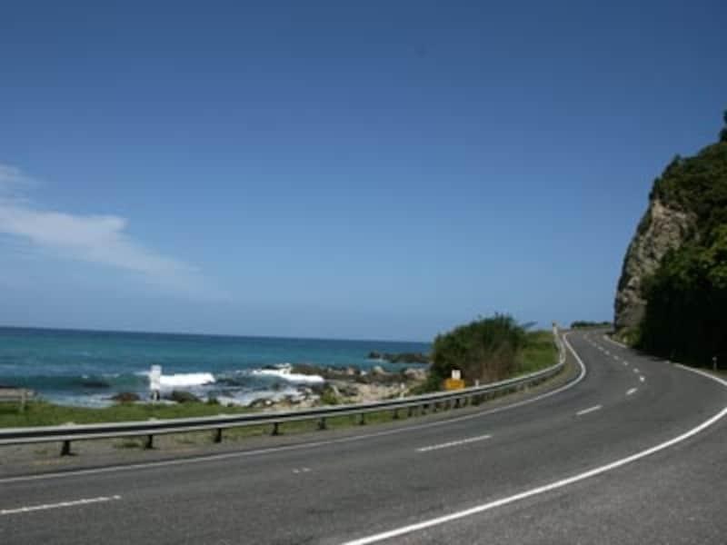 海辺の街カイコウラへ続く道は封鎖されている