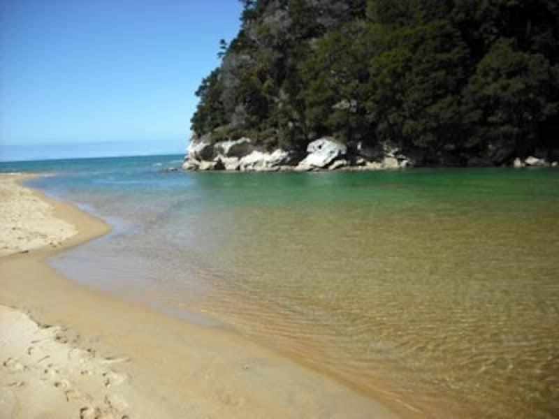 透き通ったビーチが人気のエイベルタズマン国立公園