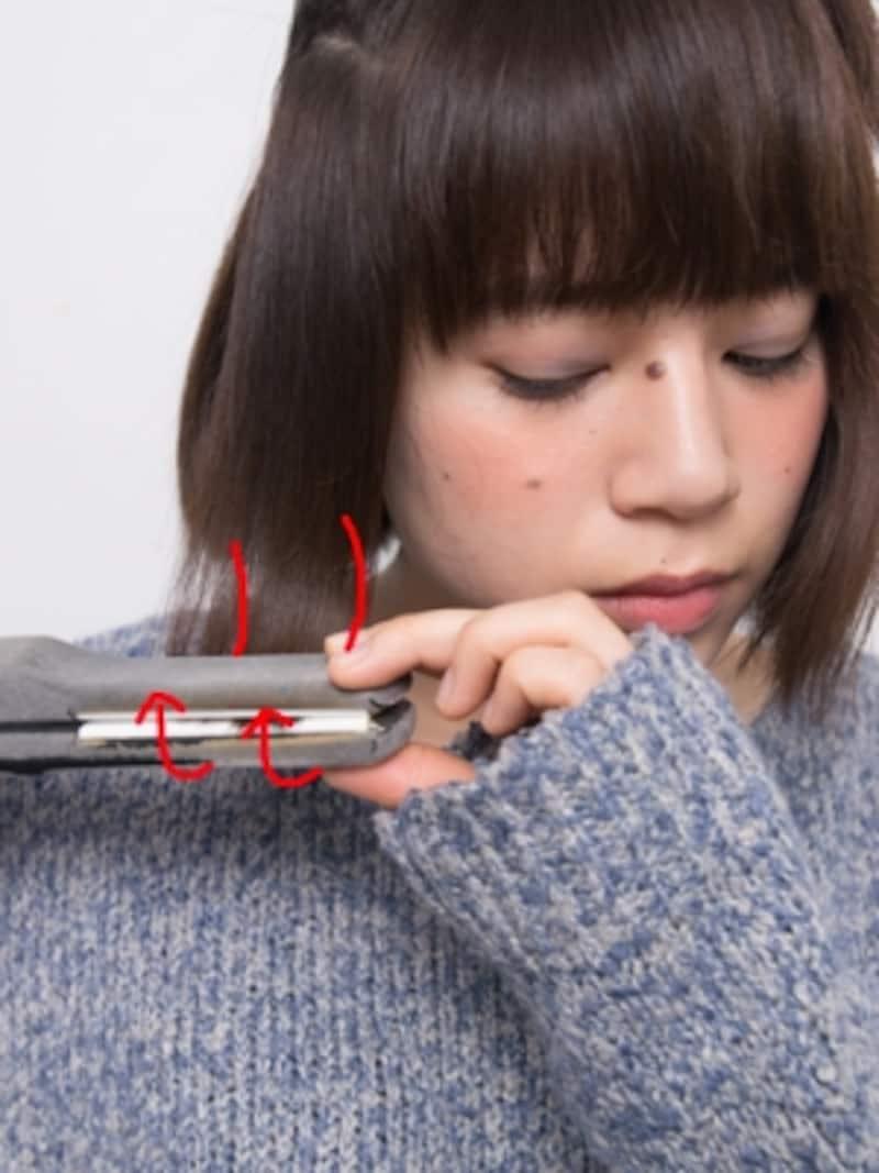 毛先までアイロンをしっかり通して、外ハネを作る
