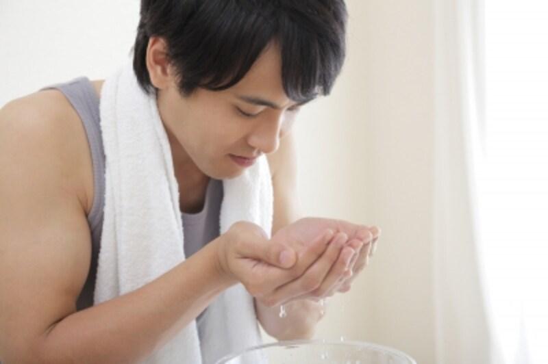 洗顔はすすぎもしっかり行うことが大事。流し忘れがあると肌トラブルのもとに