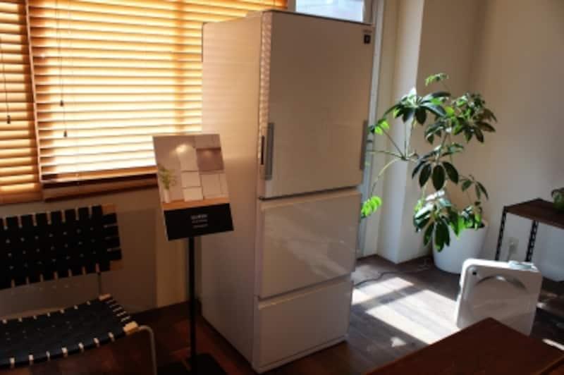 中型冷蔵庫の「SJ-GW35C」シリーズもインテリアに調和するデザイン