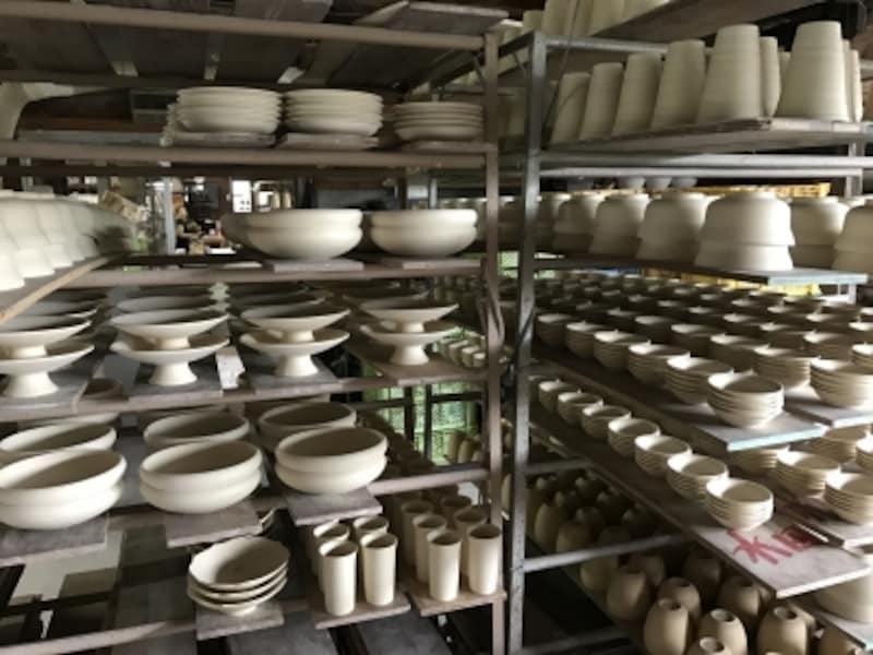 生地を作るところから、全ての作業を一つの窯元で行う。