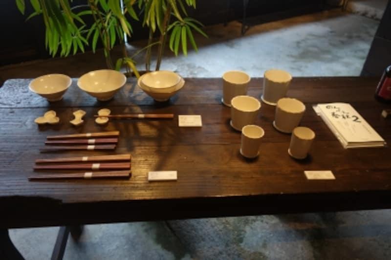 最初に作ったという飯碗(左上)と、そのとき一緒に作った面取りの器。