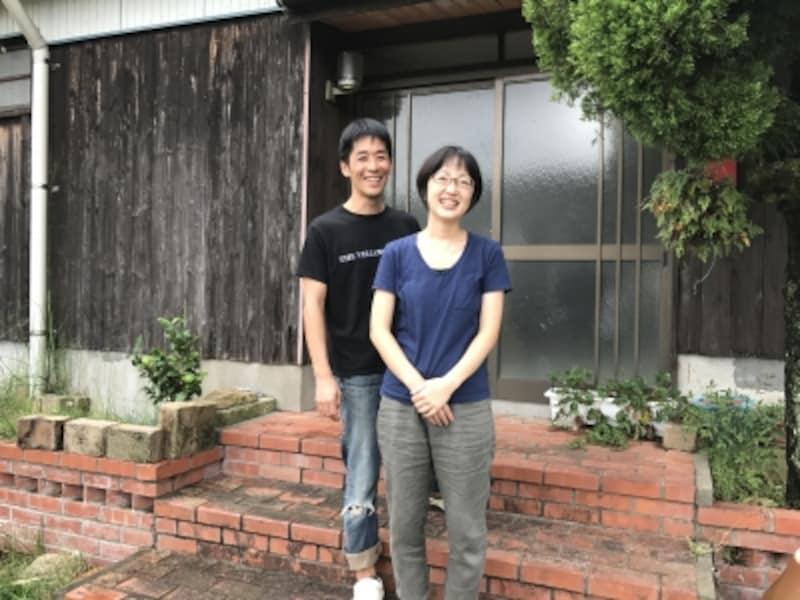 山本亮平さんと奥様のゆきさん。二人三脚での作業。