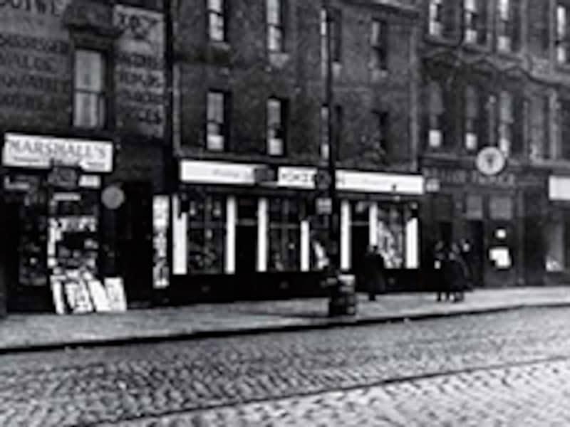 ウィリアム・ティーチャーの店(写真右側)
