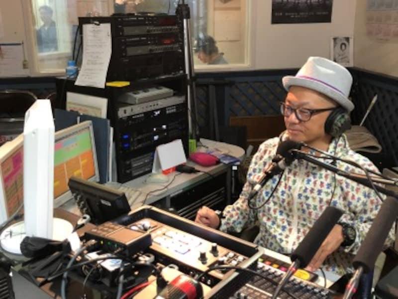 レディオ湘南の人気DJ、クラーク・カーターさん