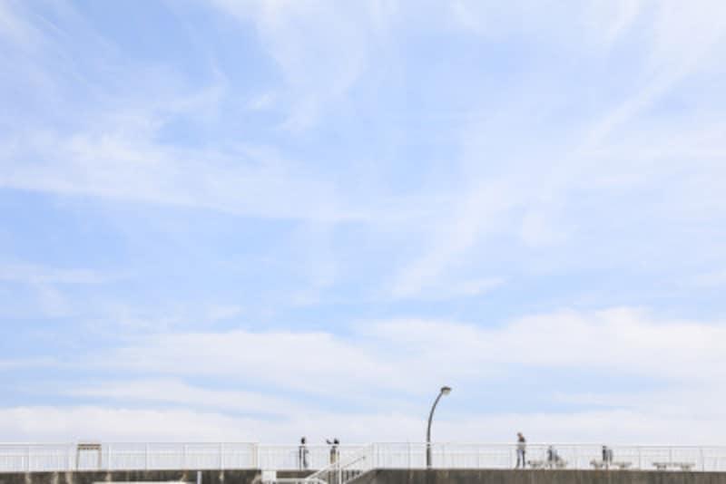 江の島のヨットハーバーの奥にある防波堤(撮影:MIWAKATOH)
