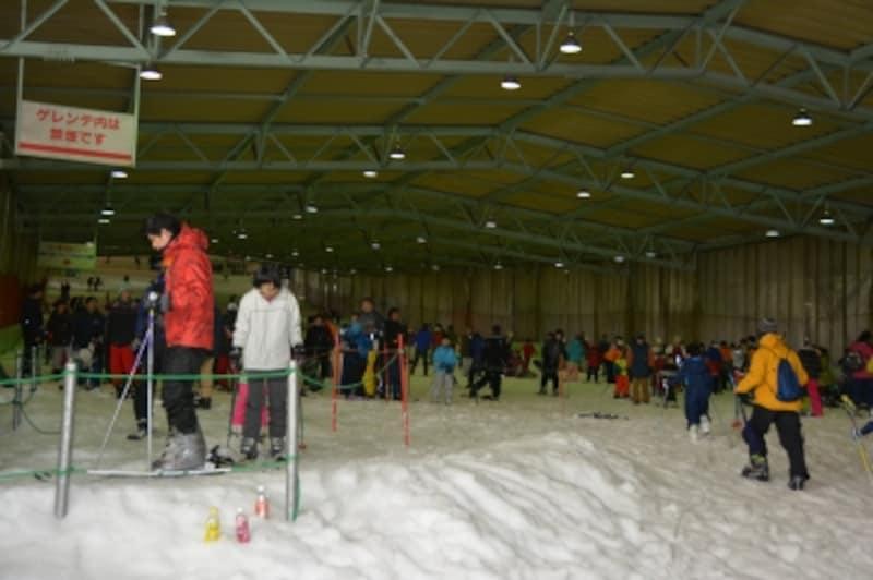 関東唯一の屋内人工スキー場、狭山スキー場