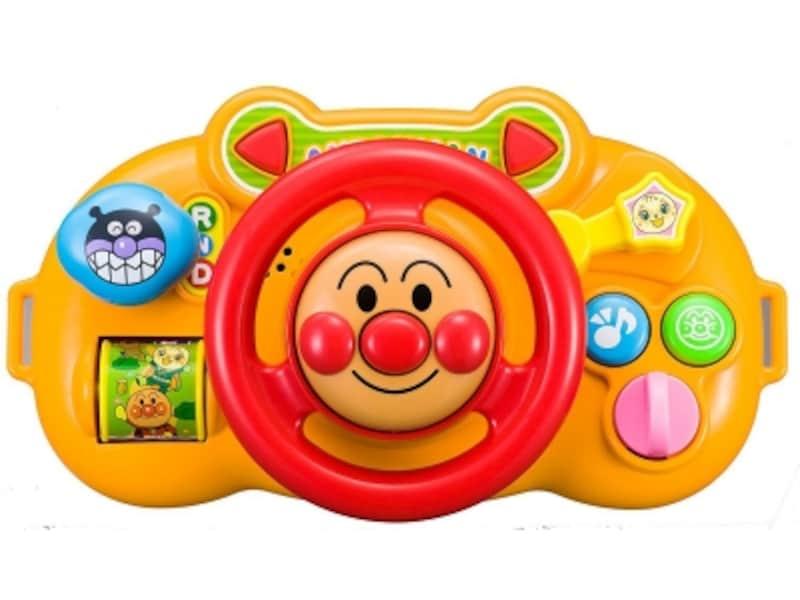 仕掛けがいっぱいのハンドル。ボタンを押すと「アンパンマンのマーチ」が流れます