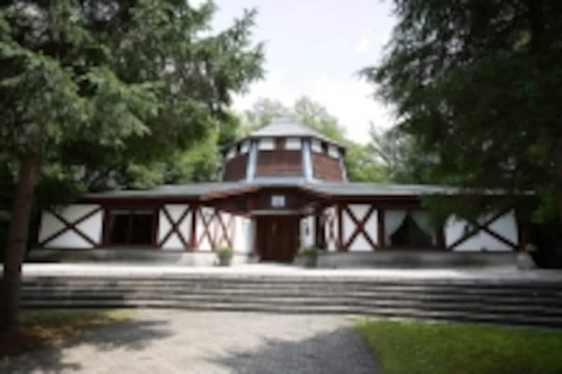 軽井沢絵本の森美術館の外観